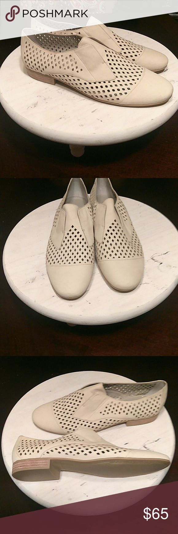 4 DAY SALE!!! Franco Sarto-Anderson Oxford Super cute and comfy Oxford that lets the air blown in when wearing!!! Perfect😉 Great for any look your going for, and any season!!! Great condition inside and out, with no scuffs or stains anywhere!!! Let's make some offers ladies!!! Franco Sarto Shoes Flats & Loafers
