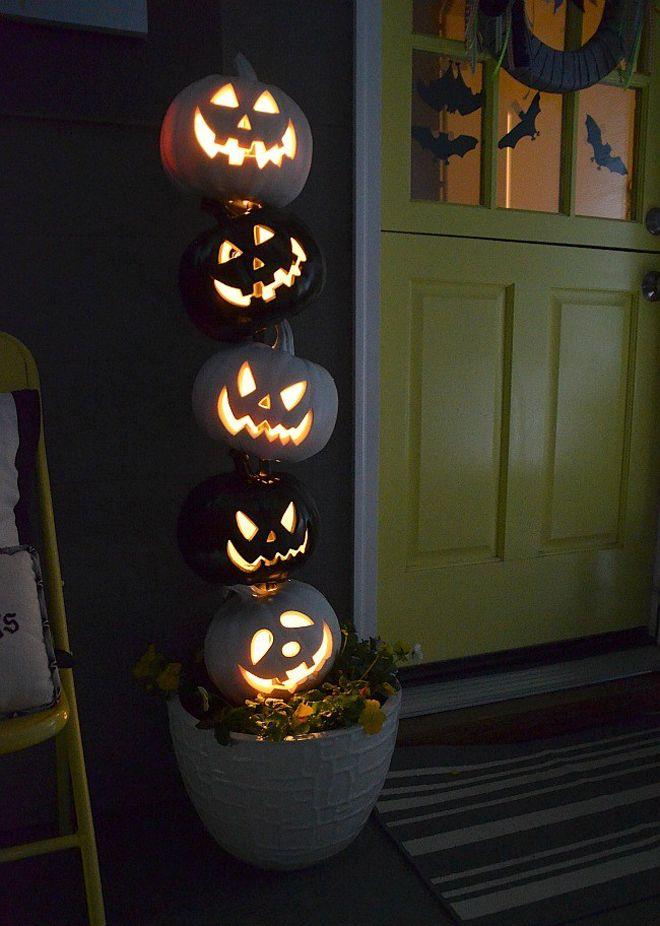 stacked pumpkin topiary for Halloween #halloween #halloweencrafts