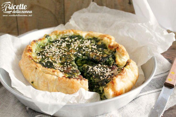 Una squisita torta rustica con la cicoria. La cicoria può essere sostituita con qualunque verdura a foglia verde di vostro gradimento: spinaci biete o cavolo nero.