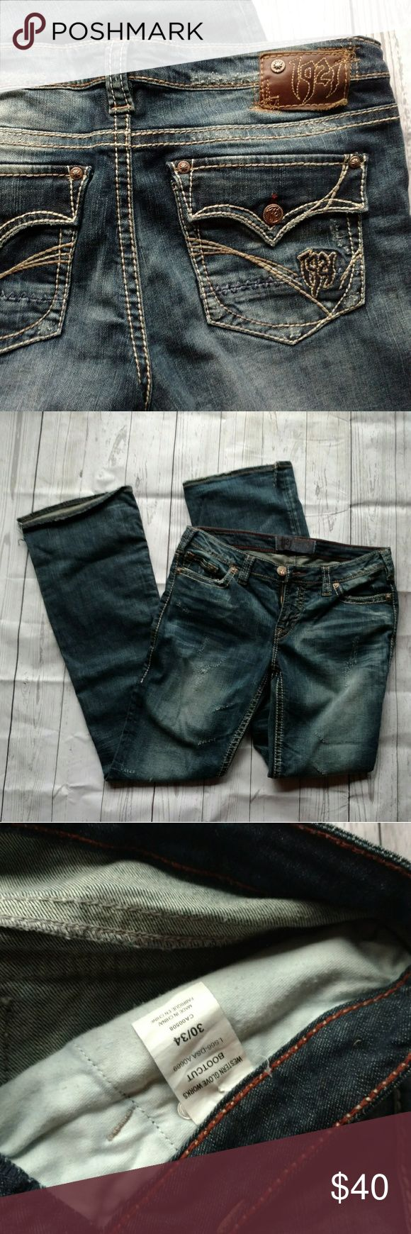1921 Buckle Womens Jeans 30/34 EUC PLEASE LOOK AT LEAST PICTURE BEFORE PURCHASE ! :)  1921 Buckle Womens Jeans 30/34 EUC. They do have a small slit on both legs at the bottom of pants. Other than that there are NO FLAWS . 1921 Jeans Boot Cut