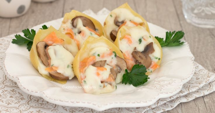I conchiglioni ripieni salmone e funghi sono un primo eccezionale, cremoso, saporito e che potete anche preparare in largo anticipo!