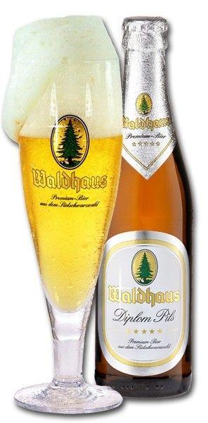 Cerveja Waldhaus Diplom Pils , estilo German Pilsner, produzida por Waldhaus Privatbrauerei, Alemanha. 4.9% ABV de álcool.