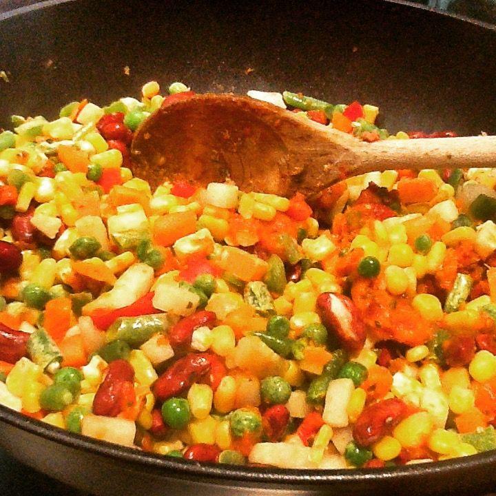 Contorno messicano con mais peperoni fagioli rossi fagiolini evo e peperoncino jalapeno Bon appétit J