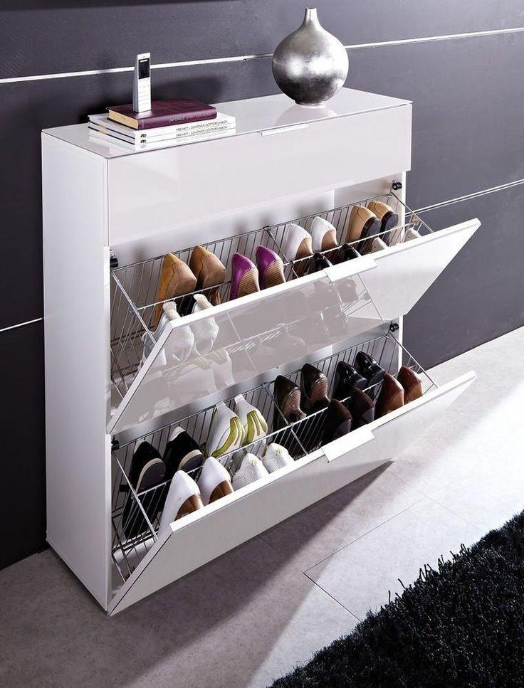 e stijlvolle schoenenkast Primera voor ca. 16 paar schoenen past perfect in je moderne hal. De schoenhouders achter de kleppen zijn gemaakt van metaal. De lade biedt ruimte aan je sleutels, handschoenen en andere kleine spullen in de hal. Zowel de 2 klepvakken als de lade zijn voorzien van soft-closing systeem. De metalen handgrepen en de braam glazen fronten maken het ontwerp stijlvol af. Deze glazen fronten zijn uitgevoerd in veiligheidsglas.