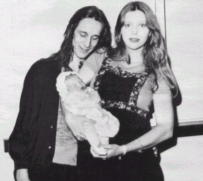 This is a picture of Todd with his long-time girlfriend Bebe Buell, and their daughter Liv. Description from johnrieber.com. I searched for this on bing.com/images