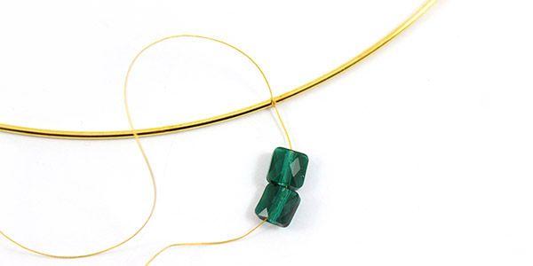 collier émeraude perles mini square Swarovski et Superduo 01