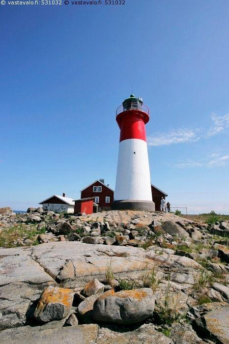 Majakka - Itämeri meri saari Strömmingsbådan majakka kallio rantakallio Merenkurkku kivi kivet kesä aurinkoinen kivinen ulkosaari majakkasaari