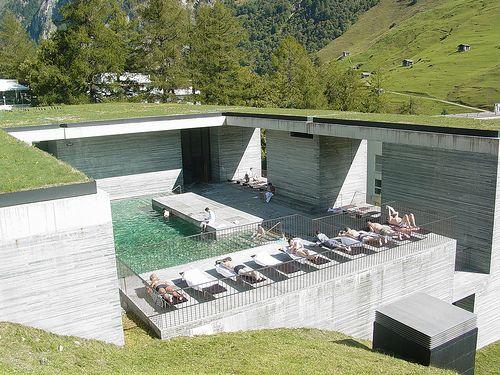 #Suiza #Vals es impresionante, y famoso por sus baños termales. Vals no es el único lugar, hay muchas aguas termales, spas y piscinas naturales para relajarse en la región de Graubünden, y una vez más, todos los albergues HI ofrecen una base ideal para explorar este lugar excepcional. http://ow.ly/nrhw8 #CircuitosPalacio
