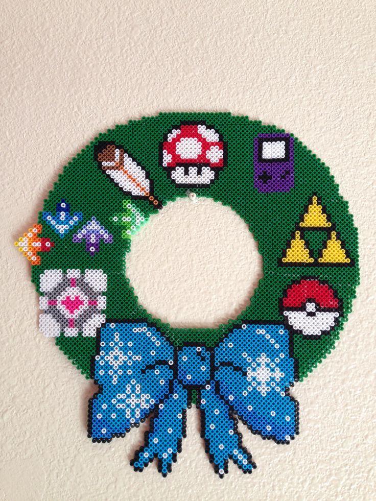 Geek Christmas Wreath perler bead sprite