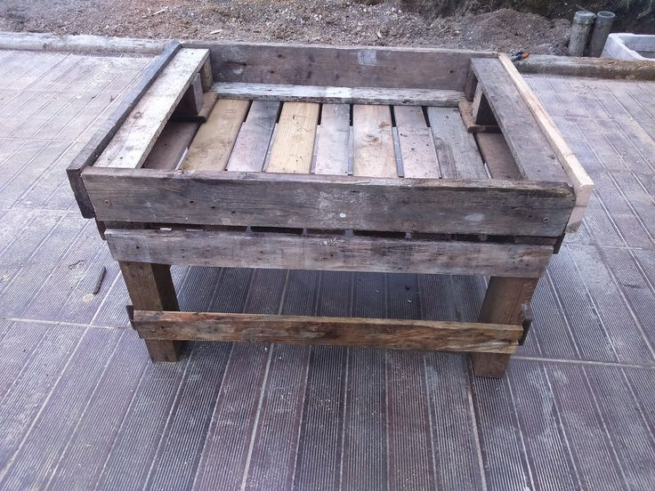 https://flic.kr/p/F1azBd | Petit bac | Petit bac de potager surélevé (ou pour les gamin, ou gens de petite taille (au bon voiloir)) Le tout en palettes recyclées !