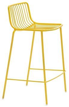 Nolita från Pedrali är en serie som innehåller flera olika möbler som barstol, stolar med eller utan armstöd och bord. #pedrali #barstolar #dialoginterior