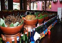 KULINER,korantangsel.com- Wisata kuliner bukan perkara menikmati makanan semata. Suasana restoran pun memiliki peranan penting untuk menarik perhatian pengunjung. Pecel Solo salah satunya, selain menawarkan menu khas Jawa Tengah, restoran yang berada di Flavor Bliss ini sangat kental dengan nuansa Jawa Kuno.