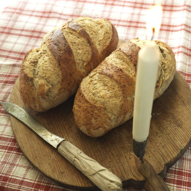 Landbrød er et luftig og godt brød som passer godt både i matpakka og til en sandwich. Med grov rug, fin hvete, havrekli og sirup er det et sunt alternativ.