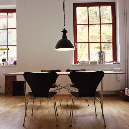 Emaille-Lampen im Bauhaus-Stil