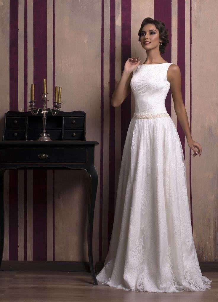 Elegantné svadobné šaty s padavou sukňou zdobenou jemnou čipkou