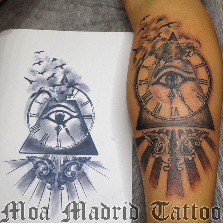 Tatuaje de ojo de Horus, reloj, pirámide y pájaros Moa Madrid Tattoo, tu elección mejor de tatuador en Madrid.  Tu tattoo profesional, en mi estudio de tatuaje.
