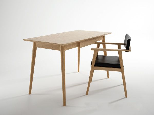 Vintage Desk is a minimalist desk designed by Canada-based firmIon Design Furniture. The desk is made of 100% wood, and is available in eitherAmerican Black Walnut, White Oak, or Teak.