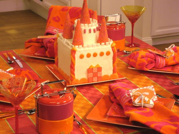Sandra Lee Tablescapes Mom's Tailgate Sandra's orange-and-fuchsia tinged tablescape brings an ocean sunset to the party. Throw in beach towel napkins and tablecloth and guests will be transported back to a summer outing.