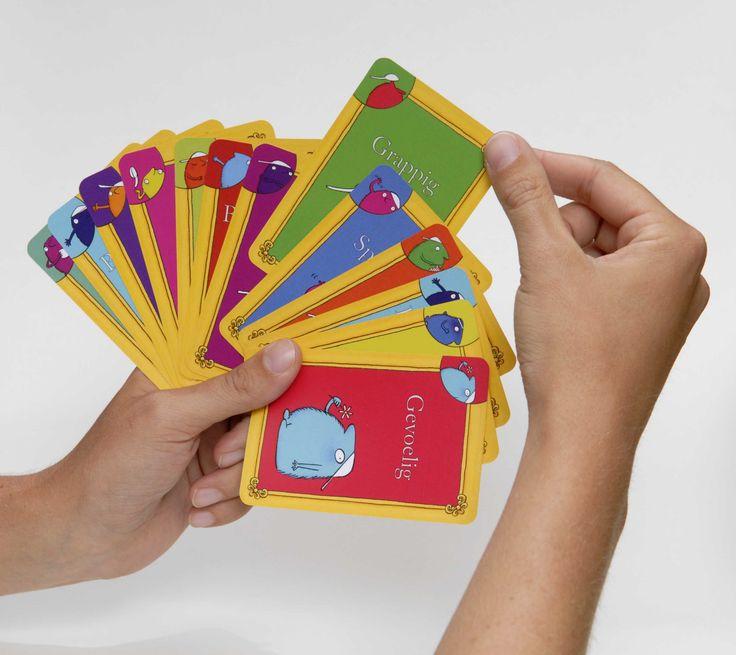SOVA - 'Spiegel jezelf spel' - kaartspel waarin kinderen zichzelf en anderen goede eigenschappen toe-eigenen. Woordenschat kan ook uitgebreid worden met deze kaarten. Activiteiten en spel op volgende website.
