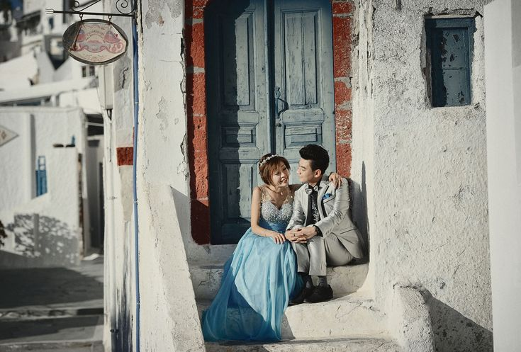 Engagement portrait session in Santorini