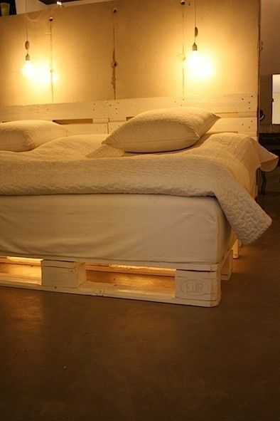 yessssss with the lights underneath!! Another pallet bed pallet-furniture