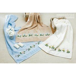 Tres bordados preciosos en punto de cruz para acicalar tus toallas. #muestrasymotivos #toallas #puntodecruz