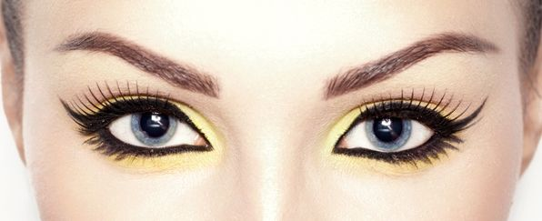 "Maquillaje ""ojos de gato""  Skeyndor"