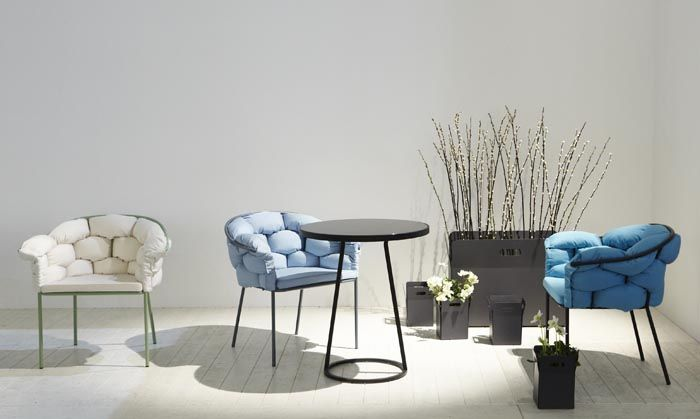 """Maria Jeglińska, """"Circles"""", steel table and """"Serpentine"""", chairs, 2012. Courtesy of the artist"""