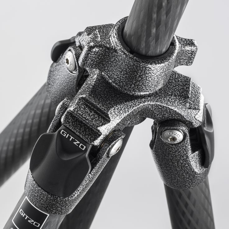 Gitzo has redesigned the G-lock internally and externally introducing a new leg locking system: G-lock Ultra. It creates new level of ergonomics and resistance, with smoother, softer operation, while reducing dust entering the system.