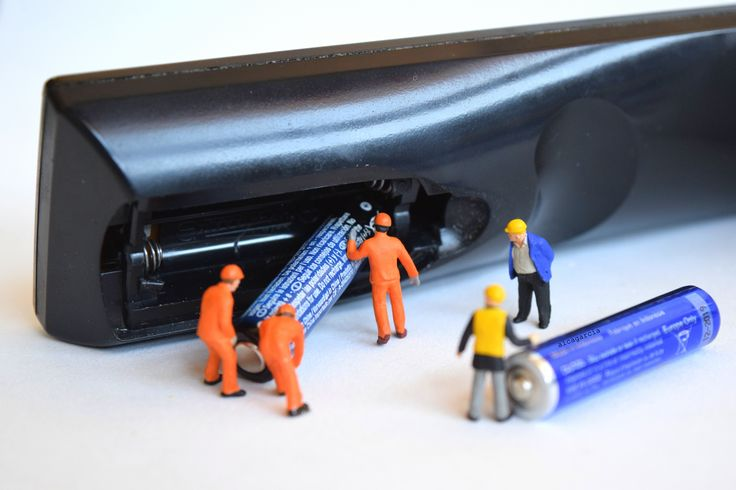 Changing batteries by Aica Garcia @microminiworld