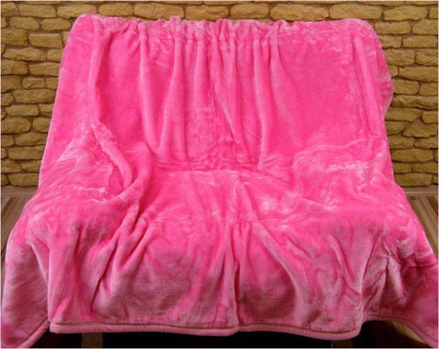Moderní deka na postel růžové barvy