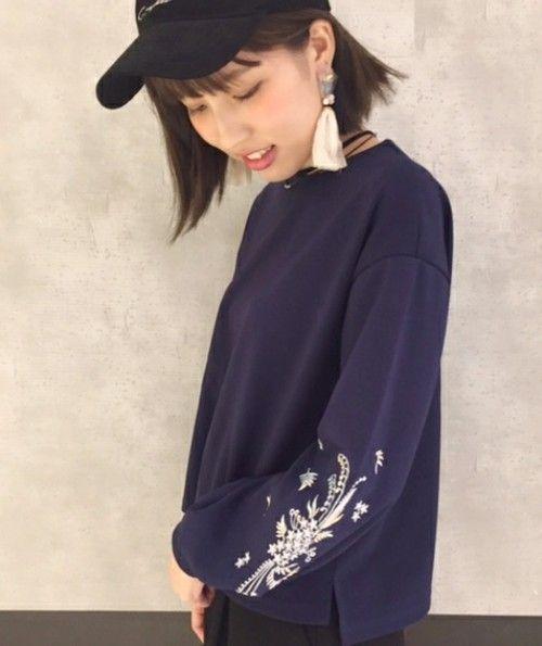 PAGEBOY(ページボーイ)の袖刺繍トップス(Tシャツ/カットソー)|ネイビー