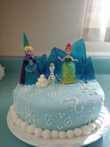 Disney Frozen birthday cake with Elsa, Anna and Olaf. Turned out perfect for my daughters 4th birthday! Bubblegum flavored cake filled with vanilla pudding, homemade bubblegum flavored marshmallow fondant and even bubblegum flavored sugared glass! Can you tell she likes bubblegum?
