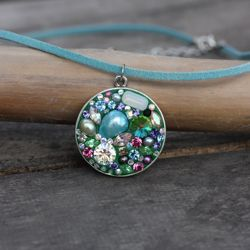 Its easy to make your own unique bejeweled pendant. Learn how with this step-by-step tutorial.#Repin By:Pinterest++ for iPad#