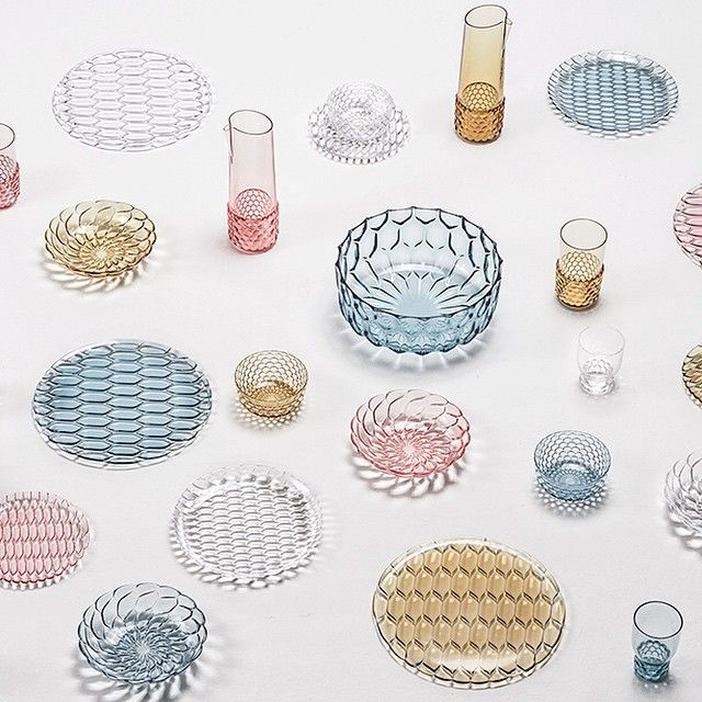 Patricia Urquiola's 'Jellies Family', for the @kartell_official in Tavola collection, is an articulated line of plates, trays, glasses, bowls and carafes made of...