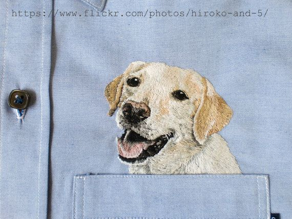 An embroidered dog in the pocket.  The color of cloth is blue.  The fabric is cotton pinpoint oxford.    ラブラドールレトリバーを刺繍しました。