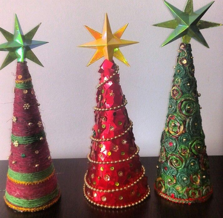 Adorno árbol de navidad de papel, estrella de papel.