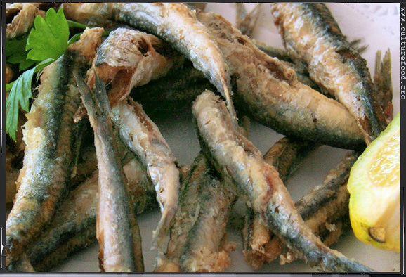 Frittierte Sardellen sind günstig, einfach zuzube…