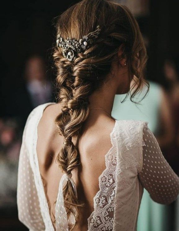 Simple and charming bride hairstyles 2019 2020