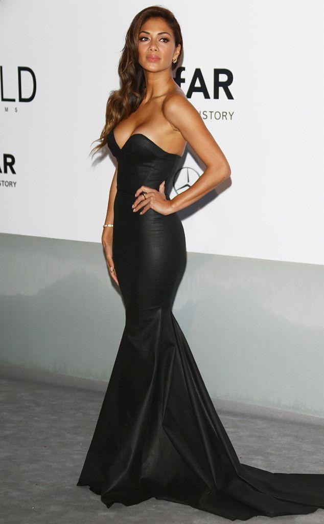 Nicole Scherzinger looks flawless in a body-hugging black strapless gown.