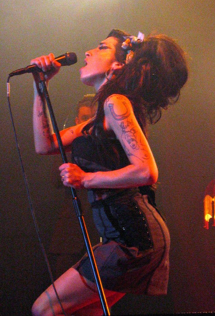 Amy Winehouse - Back to black - http://www.youtube.com/watch?v=23F4701sqMw