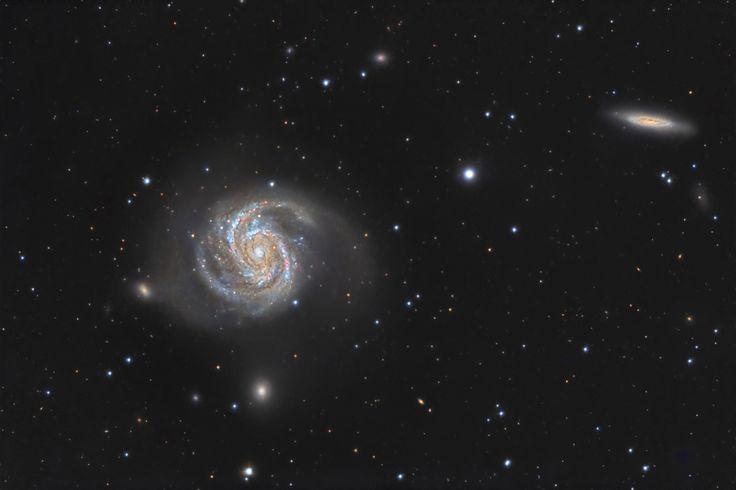 * Галактика М100 в созвездии Волосы Вероники. Галактика находится на расстоянии 55 миллионов световых лет от нас. Она содержит более 100 миллиардов звёзд, и по своему типу напоминает наш Млечный Путь...