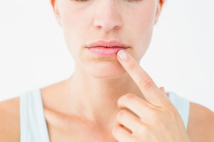 Last van droge en gebarste lippen? Ontdek hier enkele tips om het tegen te gaan en te voorkomen.