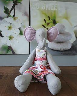 Tilda Elephant: Vrolijke Olifant met tuinbroek -- Hip Homemade - Shop