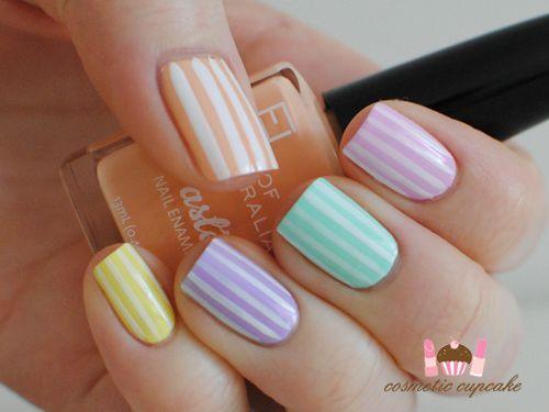 Manucure rayée aux tons pastel #rayures #pastel #manucure #printemps