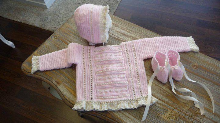 Conjunto realizado por una artesana, tejido a mano en lana. Colores: Rosa tostado Azul tostado Crudo tostado Es como una talla 3 meses CONJUNTO JERSEY,...