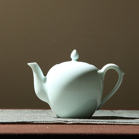Handmade white Porcelain imperial style teapot,Chinese style ceramic tea set  Traditional handmade Chinese white porcelain teapot, Super natural and elegant.   This price cointains 1 teapot and 6 tea cups Specifiction:  Tea pot --- about 260ml Tea cup --width:6;height:5cm