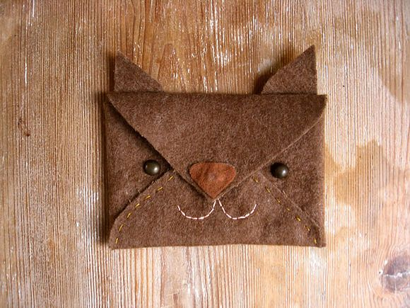 Kids carry lunch money in style with a DIY felt envelope pouch with Handmade Charlotte.