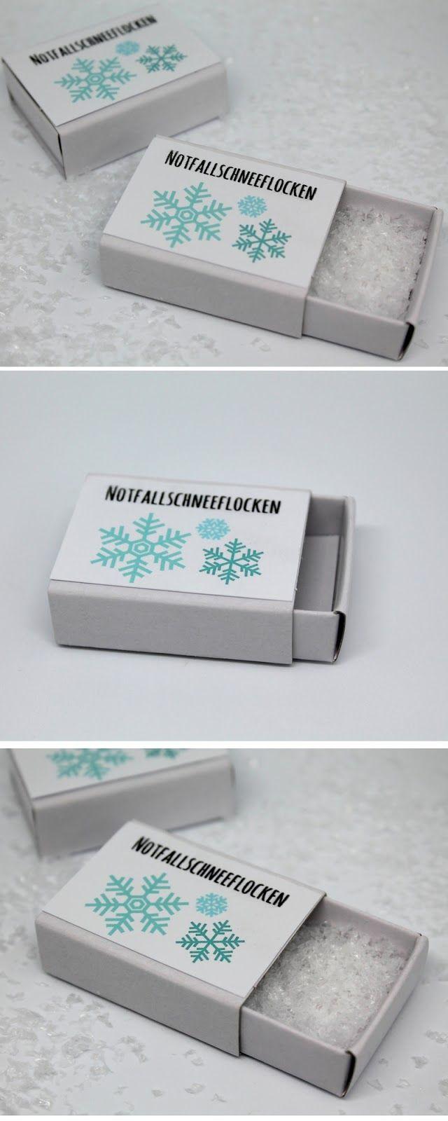 DIY Notfallschneeflocken + Free Printable Anleitung: DIY, Basteln, Selbermachen, Freebie, Free Printable, kostenloses Etikett, Notfallschneeflocken, Winterdekoration, Geschenk, Geschenkidee, Weihnachtsgeschenk, Weihnachten, schnelle Bastelidee, kleines Geschenk, lustiges Geschenk, Tutorial