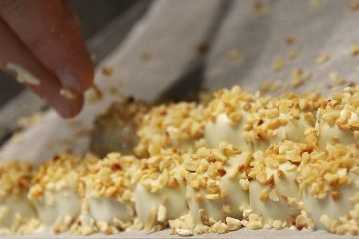 Sprinkling Nuts